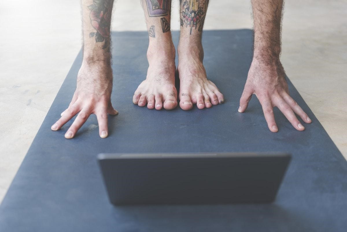 7 Budget-Savvy Tips for Practicing Yoga at Home While Self-Isolating