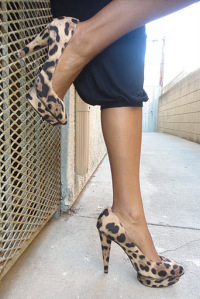 how to wear leopard hight heels