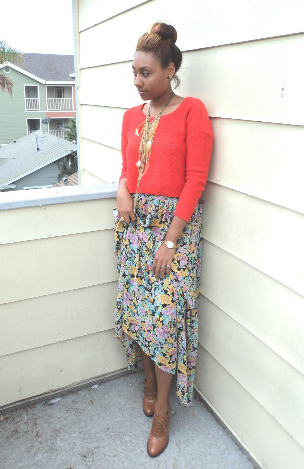 how to wear a floral maxi skirt