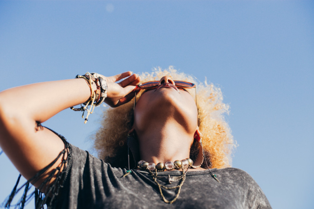 Natural Hair, Blonde hair, sunglasses, bohemian style