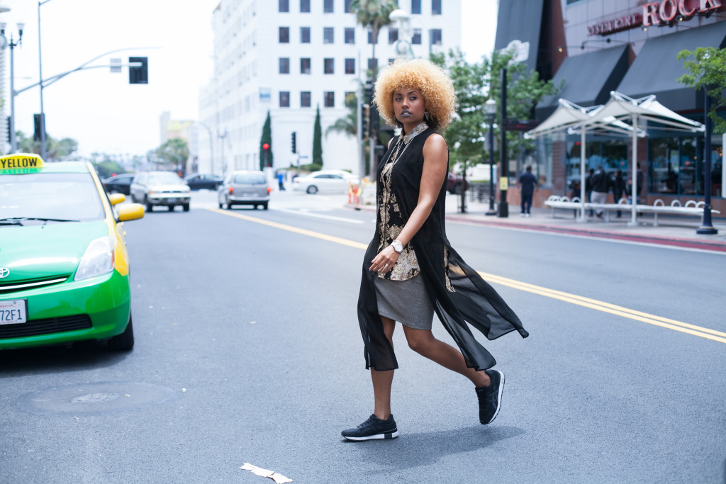 Girls in Sneakers, Fit Femme, Sneakers, Natural Hair, Natural Girl, Afro, Travel, On the Go, Fashion, Comfort style