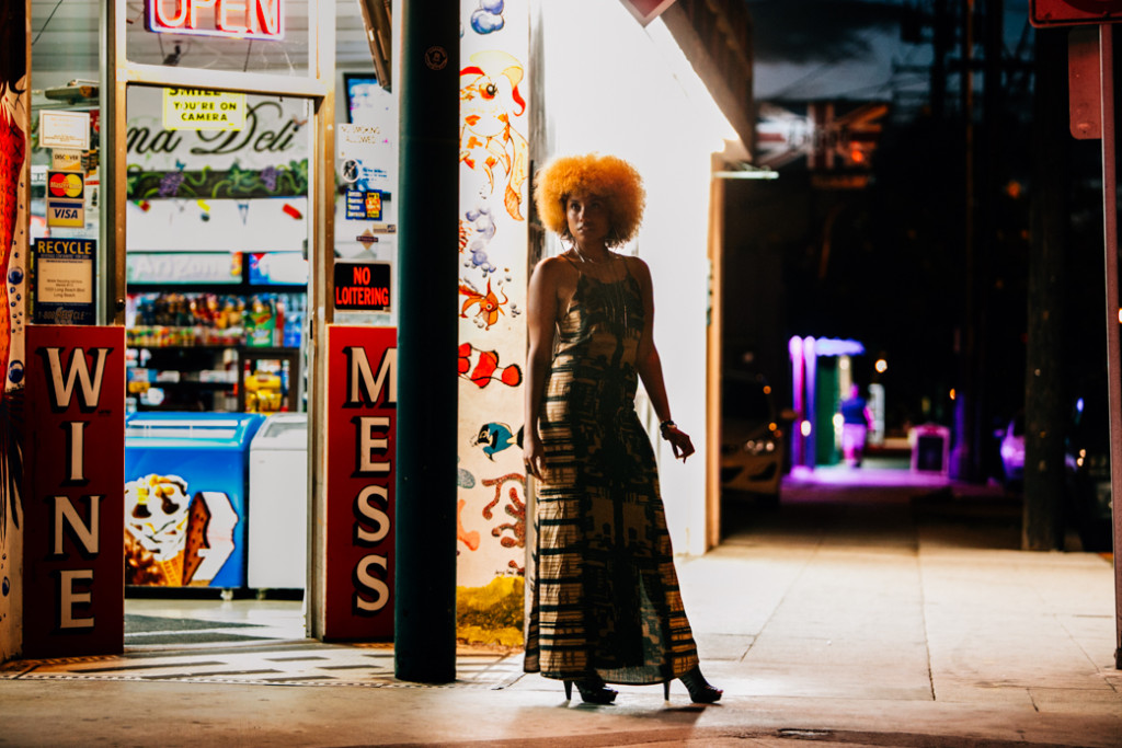LIVECLOTHESMINDED, 1970S FASHION, 1970S STYLE, 1970S INSPIRATION, GOLD DUST BOUTIQUE, SUMMER DRESS, BOHEMIAN DRESS, BACKLESS DRESS, BLONDE AFRO, NATURAL WOMAN, AFRICAN AMERICAN WOMAN, 2016 DRESSES, 2016 FASHION, 2016 SUMMER TRENDS, NIGHT TIME PHOTOSHOOT, NATURAL LIGHT PHOTOGRAPHY