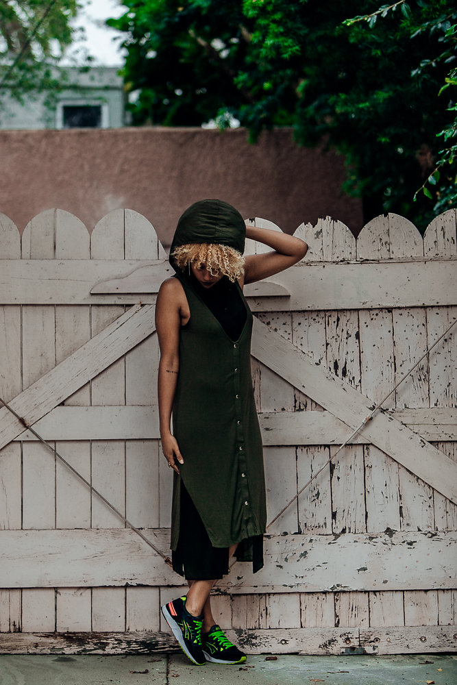 ARMY GREEN DRESS, HOODED DRESS, FIT FEMME, ATHLEISURE, SNEAKERS, OUTFIT WITH SNEAKERS, BLONDE NATURAL HAIR, HOODED DRESS FOR BIG HAIR, ASICS TIGER