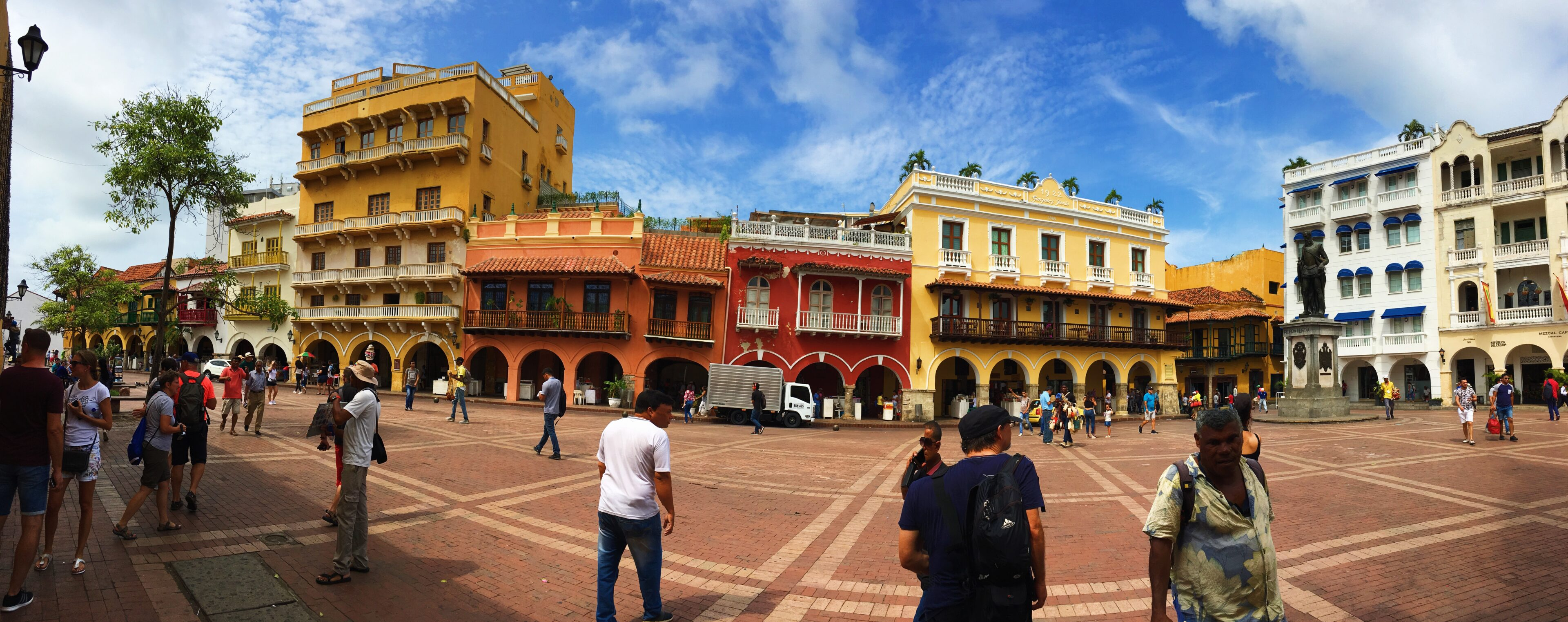 lcm-liveclothesminded-colombia-travel-vacation-cartagena-walled city-old town-south america