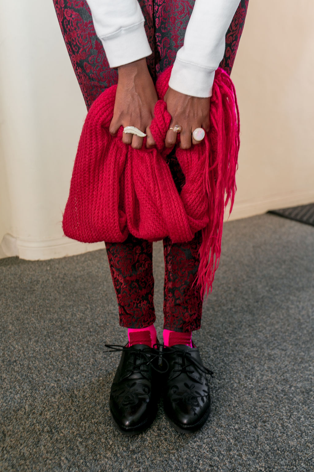 RSEE-LCM-Liveclothesminded-xmmtt-longbeach-2428-christmas outfit idea - red + pink - trend 2019 - dress shoes - pink socks - athletic socks - how to wear fun socks - cool sock