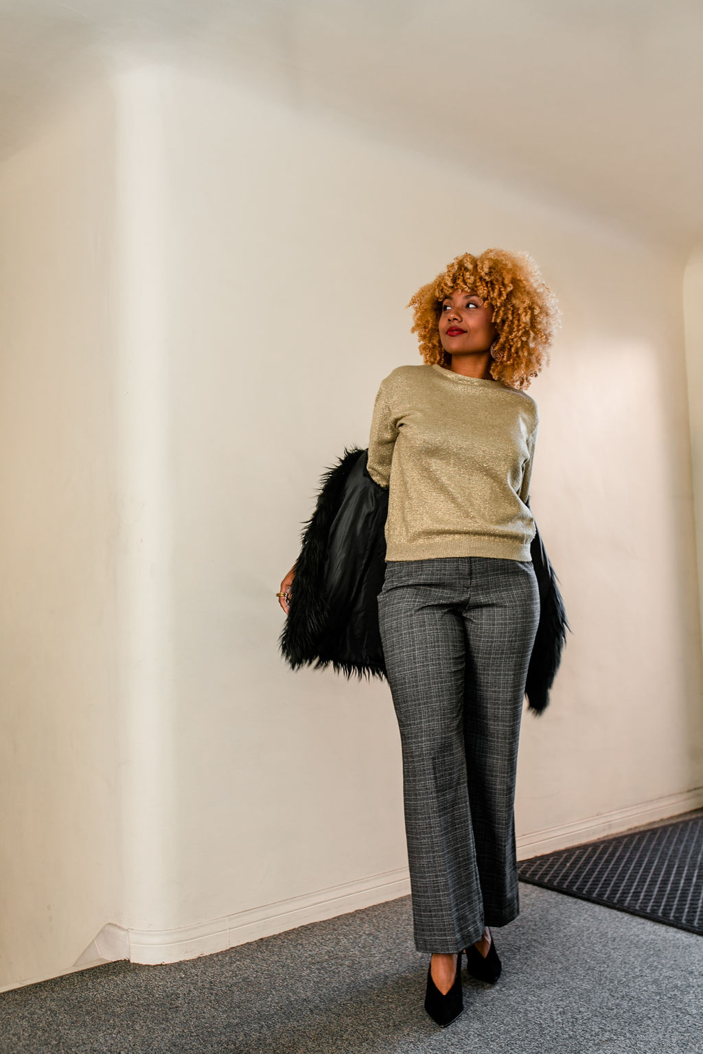 reflect -RSEE-LCM-Liveclothesminded-xmmtt-longbeach-2219-wear who you are-slacks-gold sweater-blonde curls-how to wear slacks-7 big moments- faux fur vest
