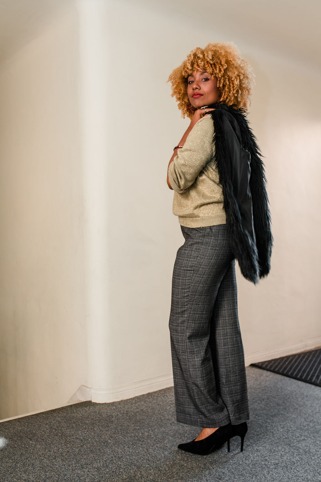 reflect -RSEE-LCM-Liveclothesminded-xmmtt-longbeach-2223-wear who you are-slacks-gold sweater-blonde curls-how to wear slacks-7 big moments- faux fur vest