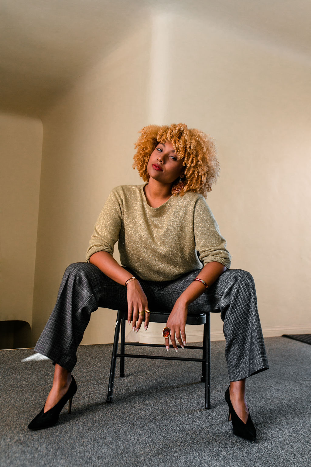 reflect -RSEE-LCM-Liveclothesminded-xmmtt-longbeach-2270-wear who you are-slacks-gold sweater-blonde curls-how to wear slacks-7 big moments