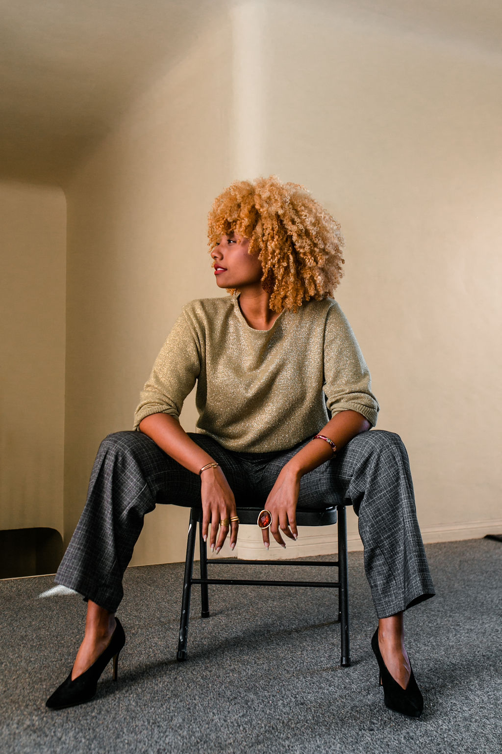 reflect -RSEE-LCM-Liveclothesminded-xmmtt-longbeach-2280-wear who you are-slacks-gold sweater-blonde curls-how to wear slacks-7 big moments
