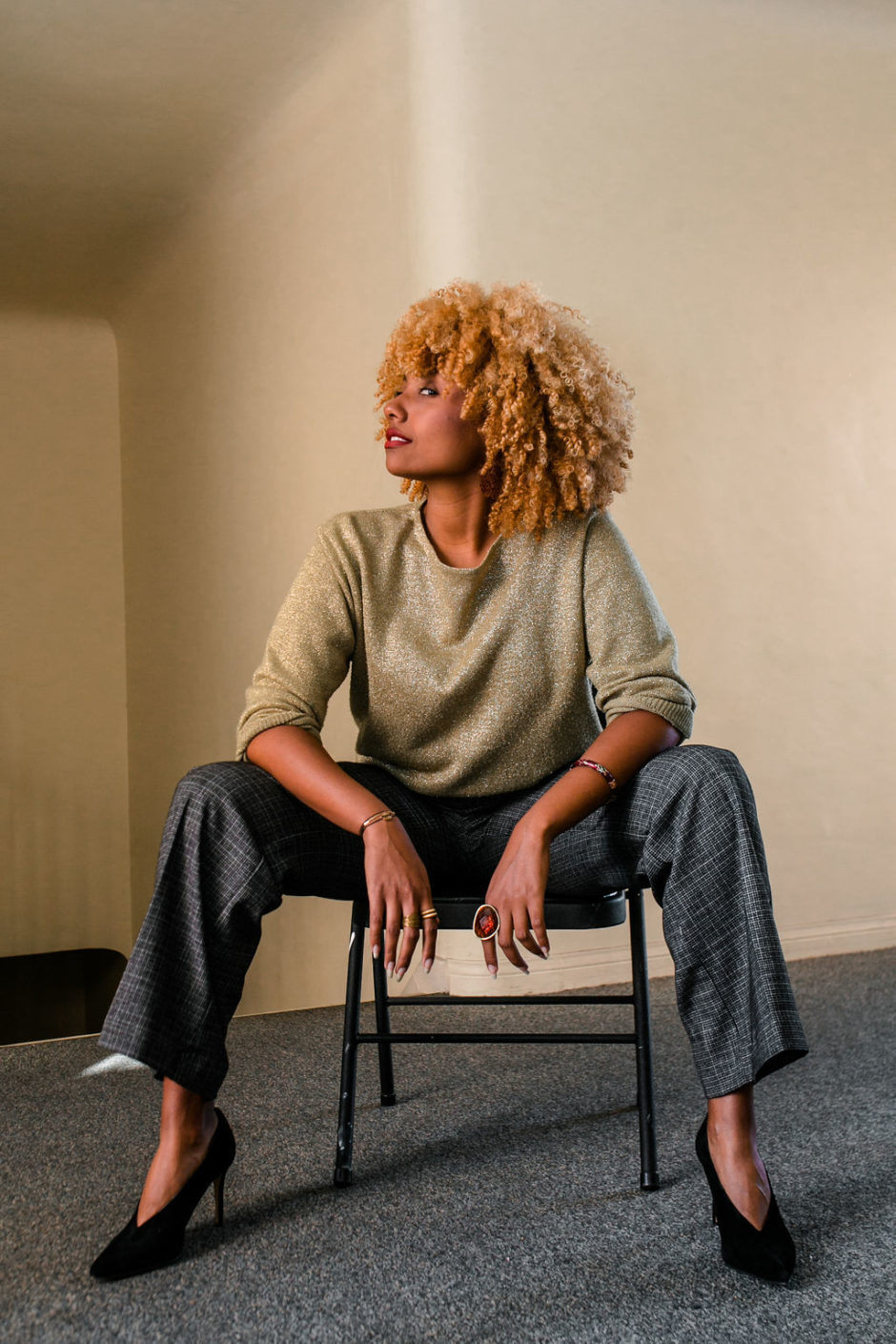 reflect -RSEE-LCM-Liveclothesminded-xmmtt-longbeach-2282-wear who you are-slacks-gold sweater-blonde curls-how to wear slacks-7 big moments
