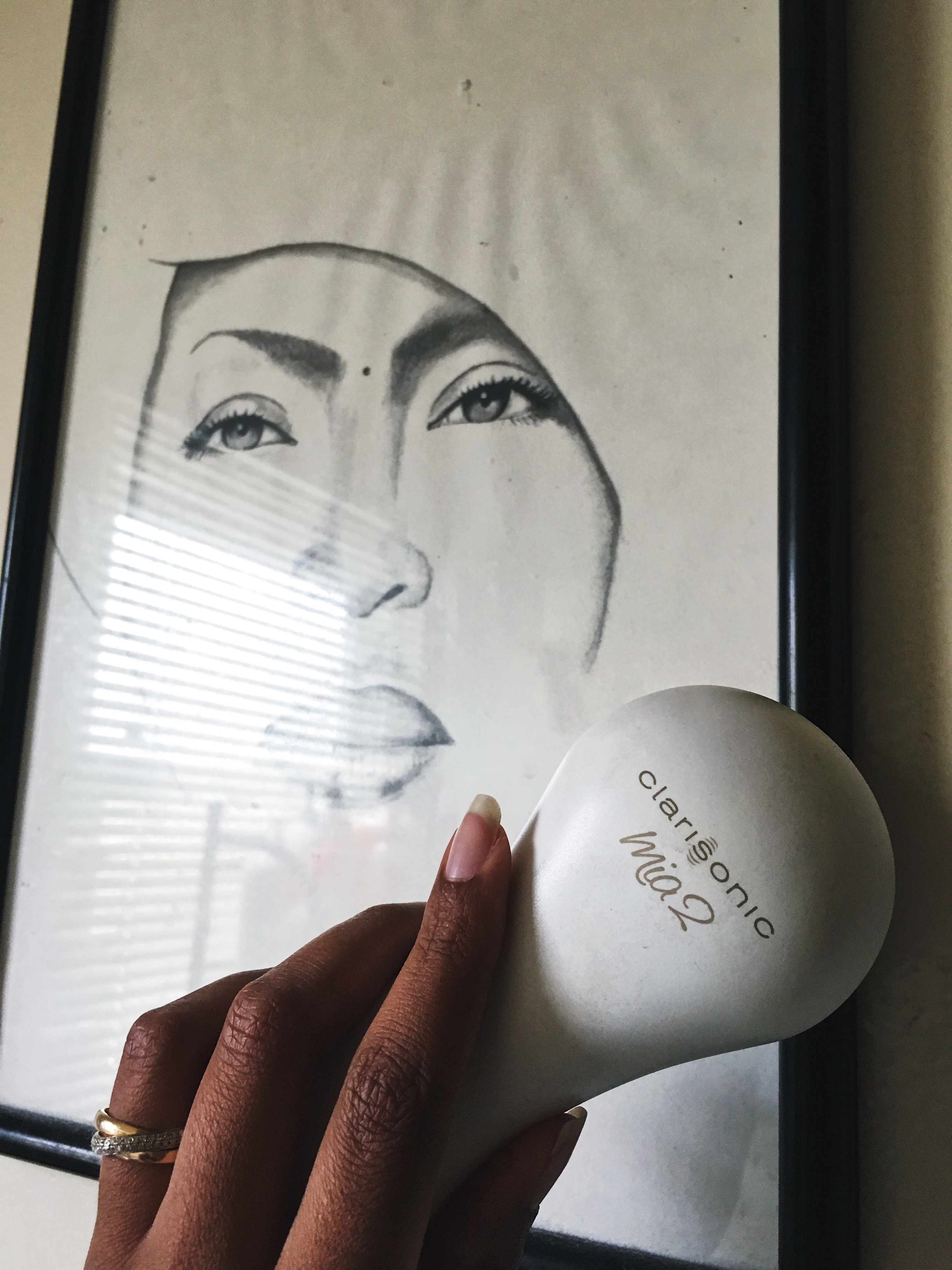 facial cleansing brush-clarisonic mia 2-mother's day gift ideas-erika badu