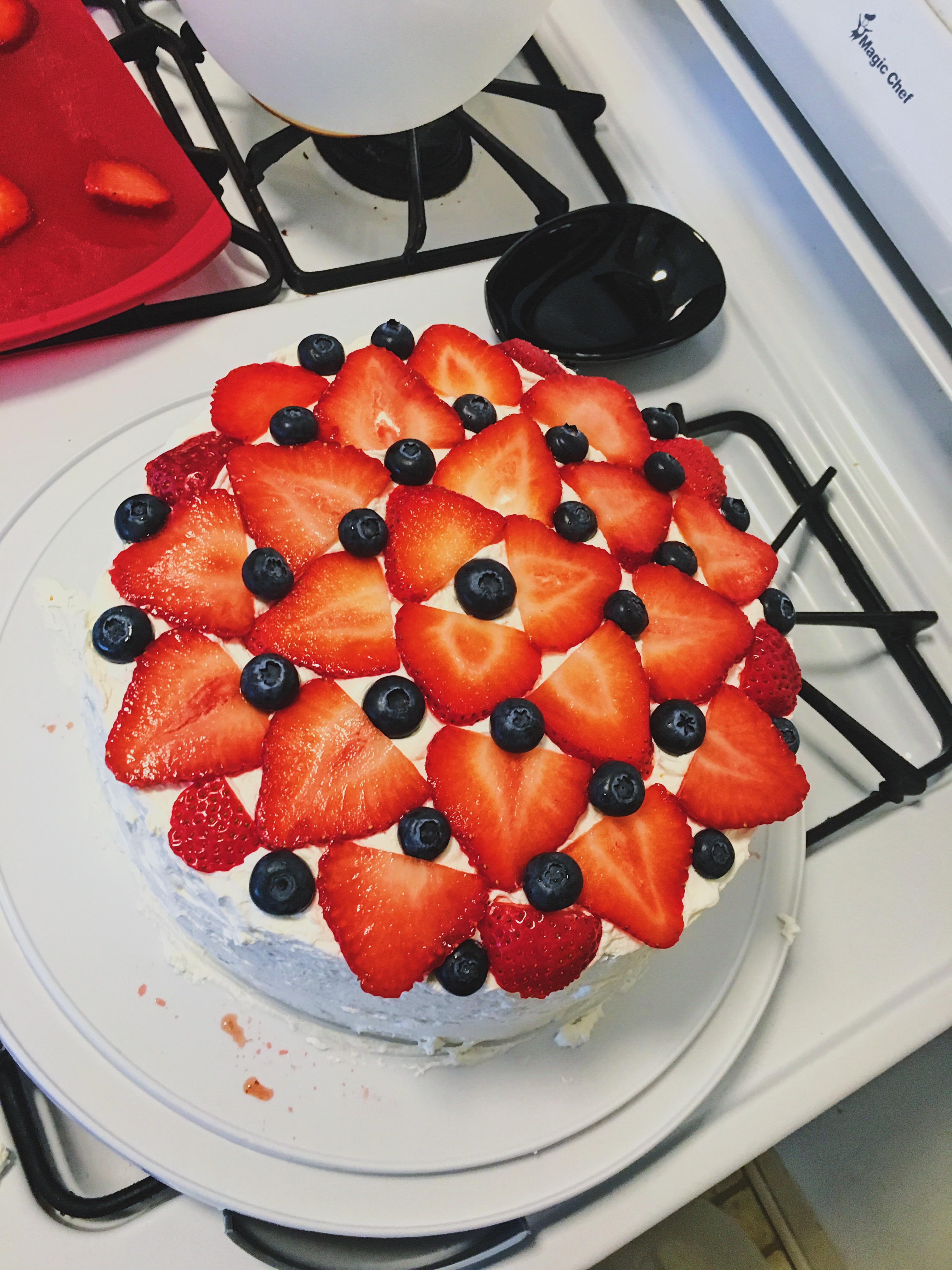blueberry and strawberry cake design