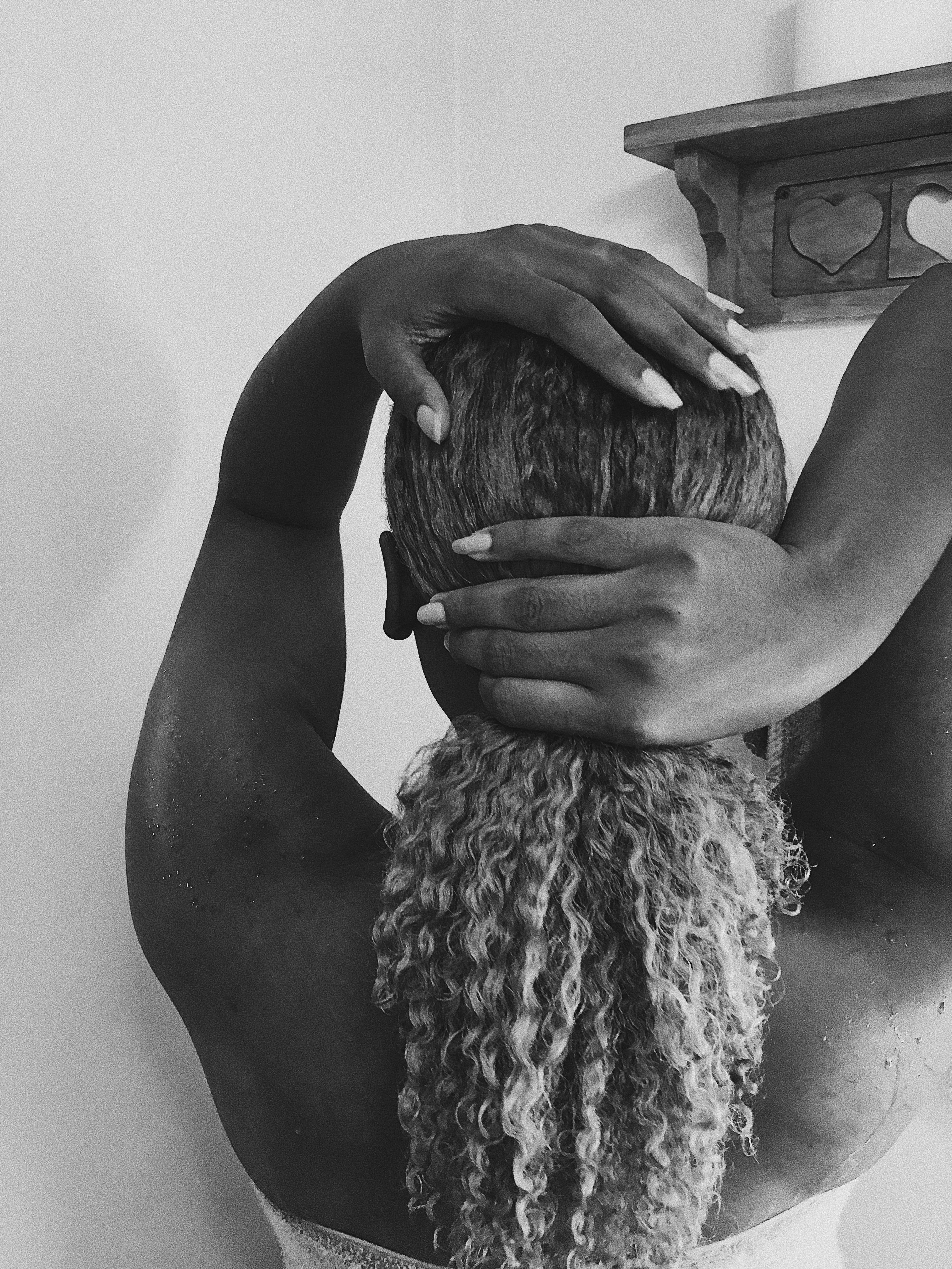 wash-n-go routine-natural hair-hair texture-black and white photo