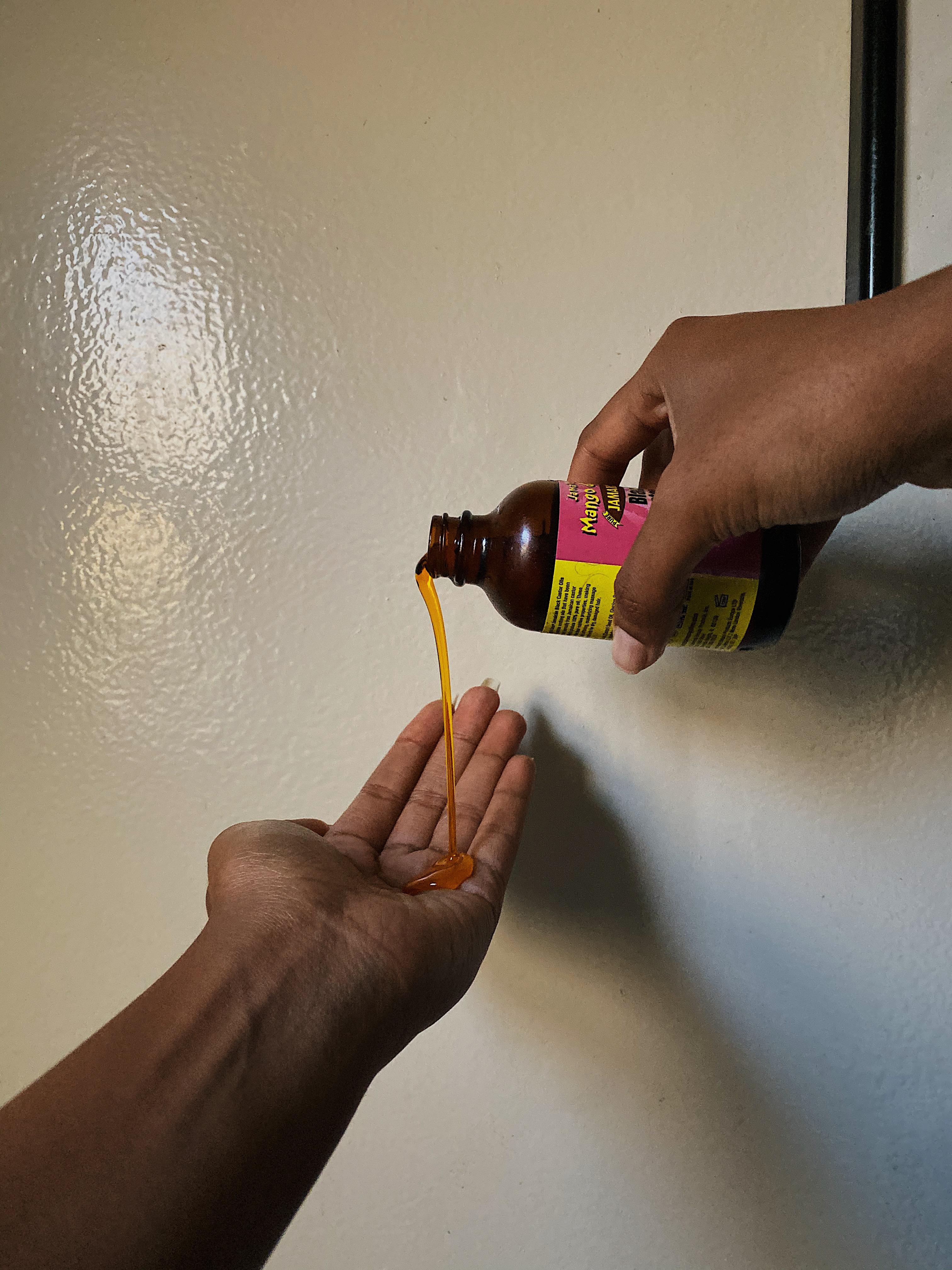 castor oil-pour