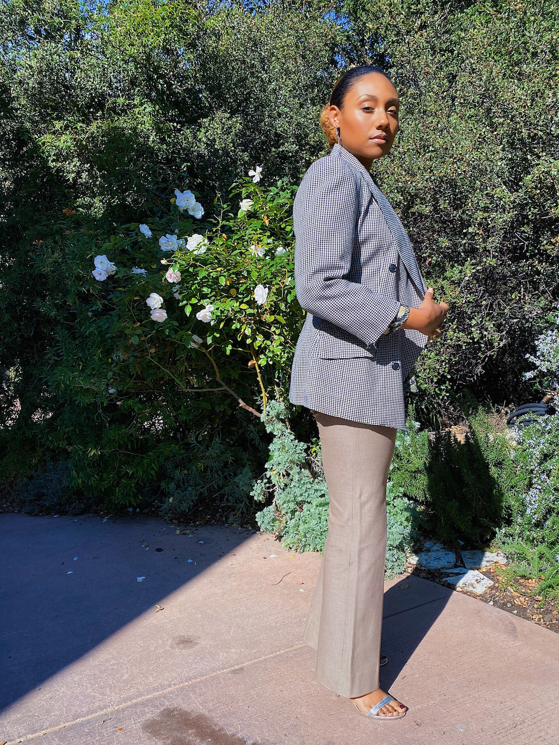 wedding guest outfit-slacks-blazer