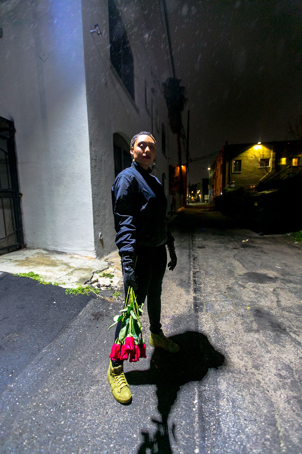 lcm-xmmtt-rsee-roses-wear who you are-night photography-black outfit