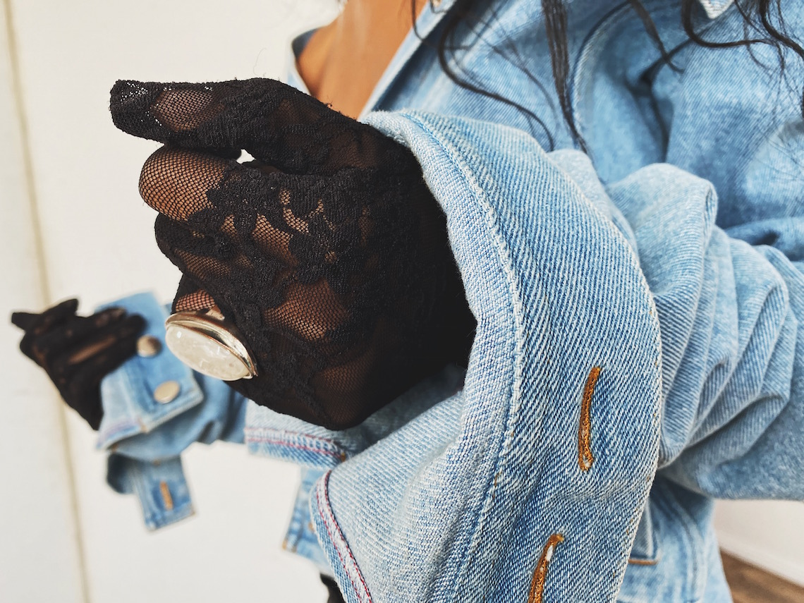 lace gloves-denim sleeves