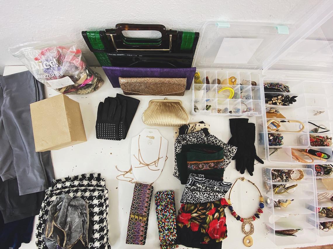 stylist-on set-accessories-rings-earrings-bracelets-gloves-bags