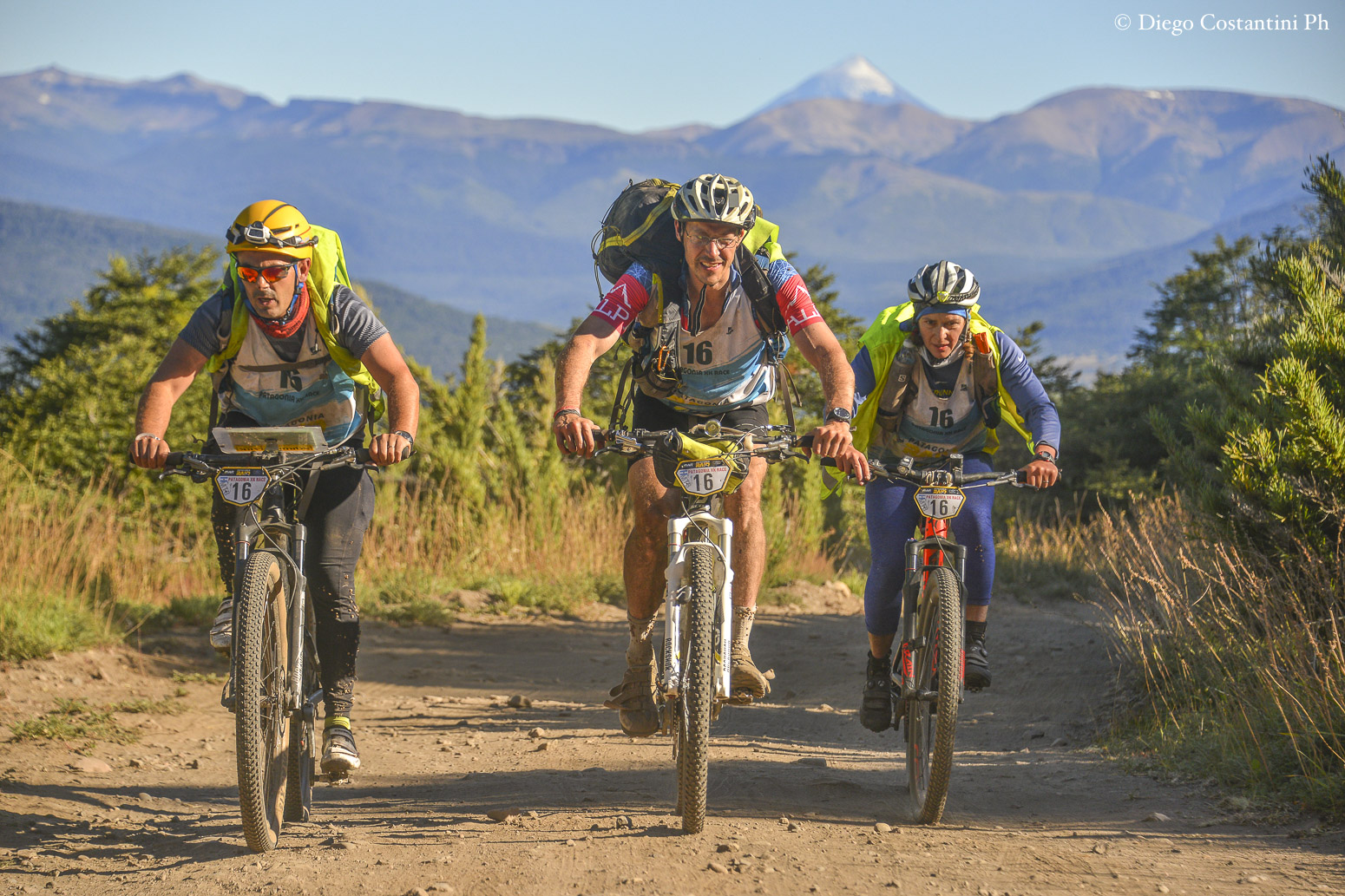 Riding the dusty trails at Patagonia Raid. Photo Diego Costantini.
