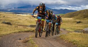 Cycling in the Andes at Huairasinchi