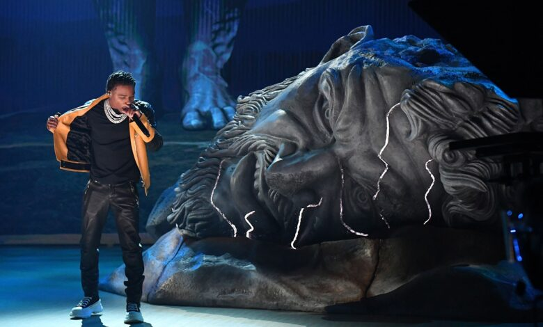 """Roddy Ricch Performs """"Heartless"""" & """"The Box"""" At The 2021 Grammys"""