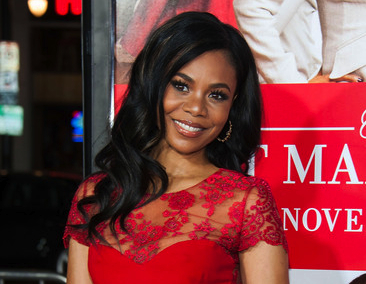 "Regina Hall in SAZINGG and Kuumba Jewelry at ""The Best Man Holiday"" Red Carpet Premiere"
