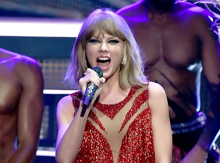 Taylor Swift's MTV Video Music Awards Glam Jewel Style