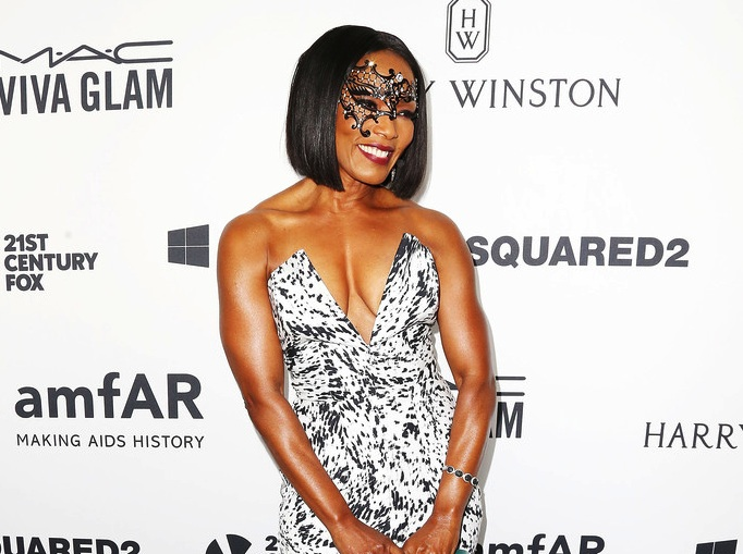 Angela Bassett Star Style Diamonds At The amfAR's Inspiration Gala