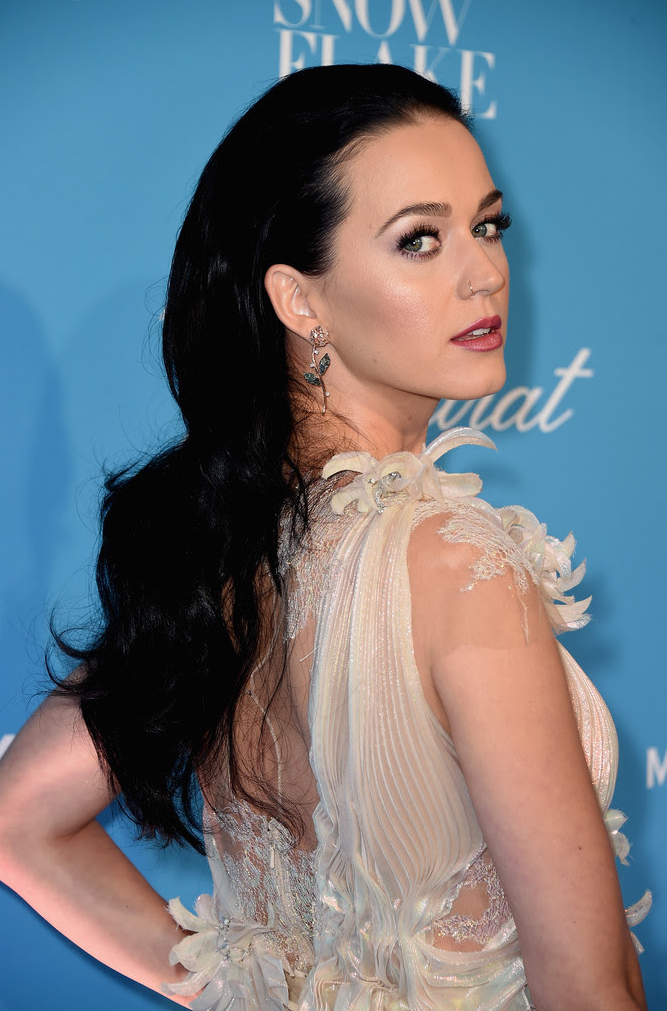 Katy Perry, Her L'Dezen Diamond Floral Earring Style Moment