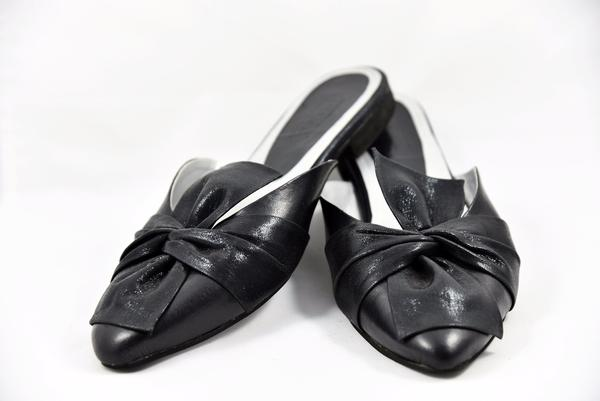 """Holiday Must Have """"Bow Down"""" Black Point-Toe Mule Flats"""