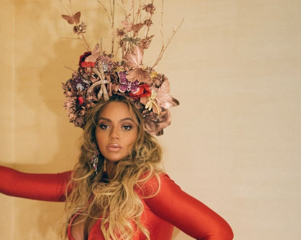 Beyoncé Rocks STELLO Red Gown at Wearable Art Gala last night
