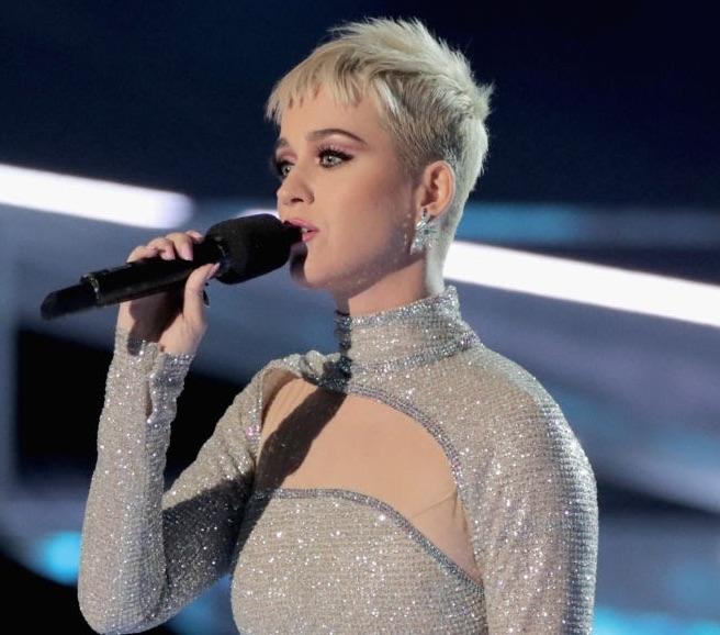 Katy Perry, MTV Video Music Awards Red Carpet Diamond Moment