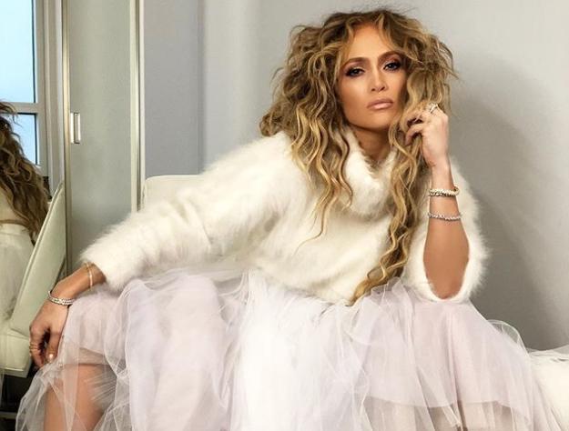 Jennifer Lopez Rocks A Djula Diamond Ring