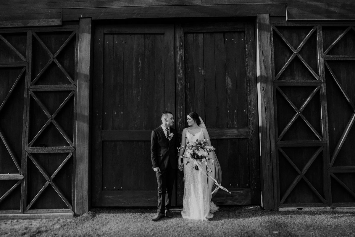 alsace-brisbane-polo-barn-couple-Wedding-australia-country-intimate-relaxed01