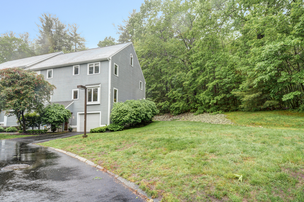 Townhouse for sale at country hollow village