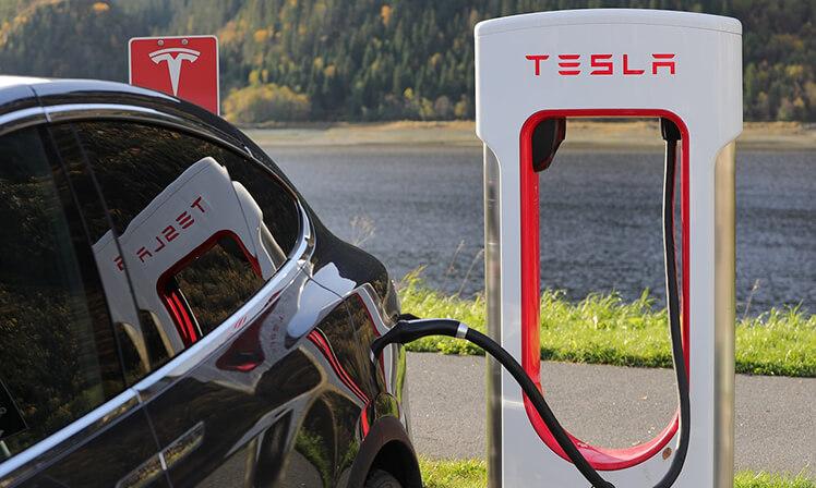 Tesla se destaca na inovação automobilística