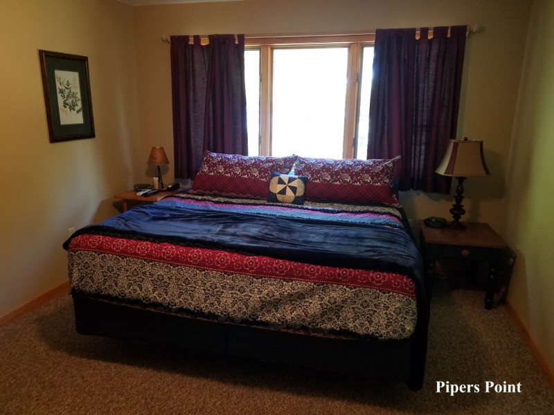 Pipers-Point-Master-Bedroom-3-6