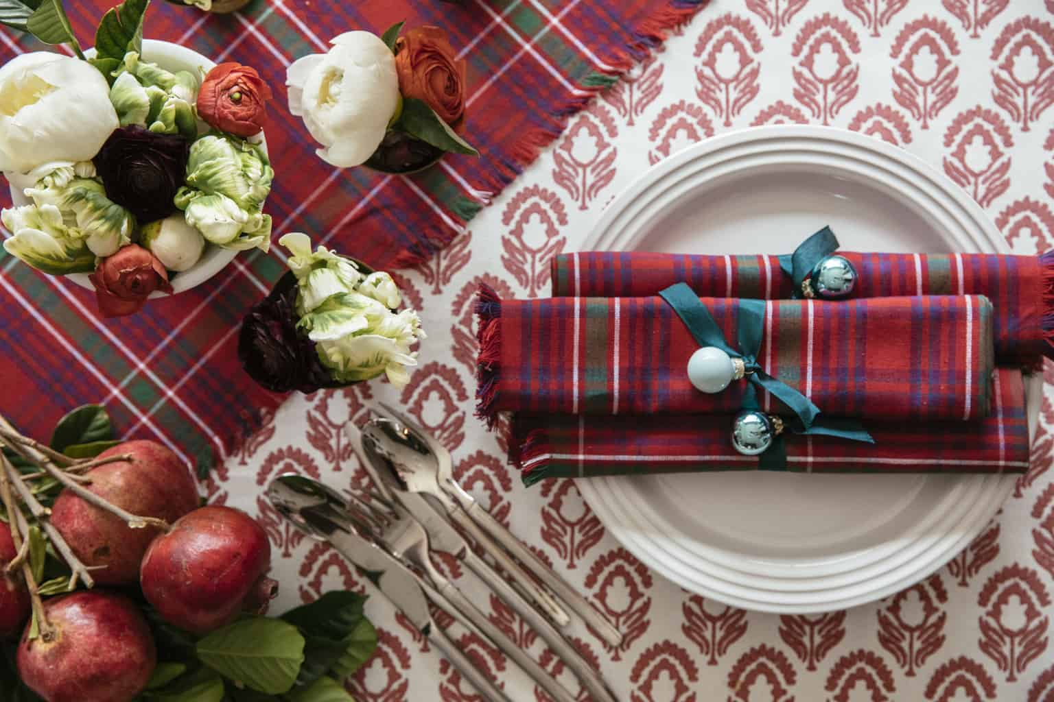 chic-holiday-table-plaid-napkin