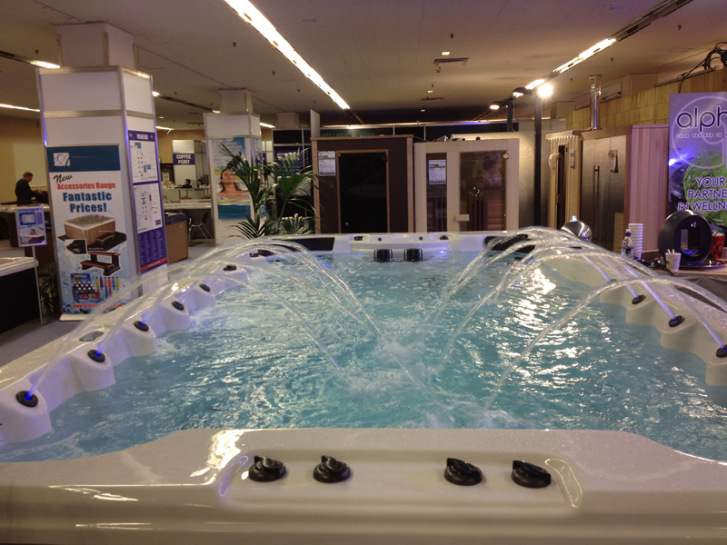swim-spa-in-showroom-with-spa-fountains-on
