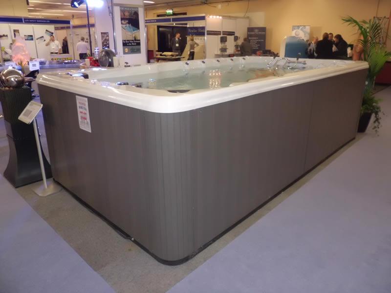 swim-spa-in-showroom