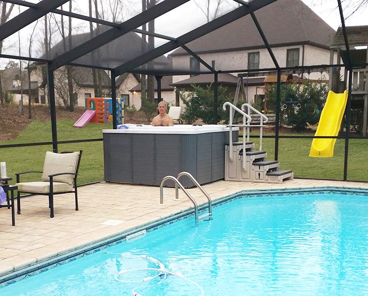 customer-using-jog-spa-in-backyard