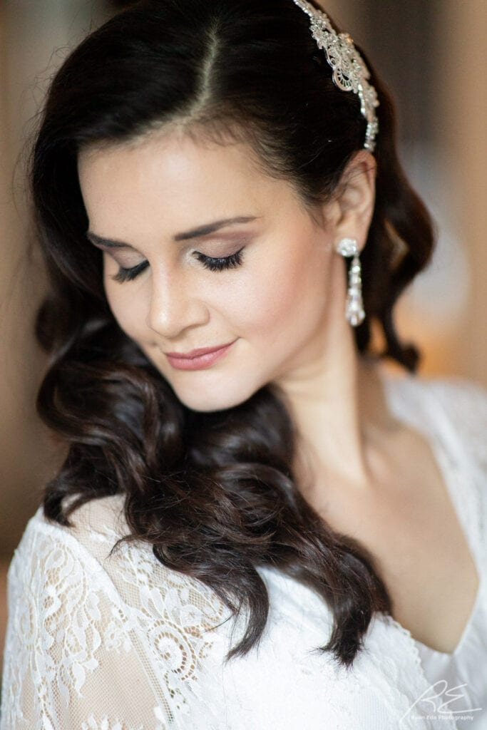 Gorgeous bride with glam waves and flawless airbrush makeup