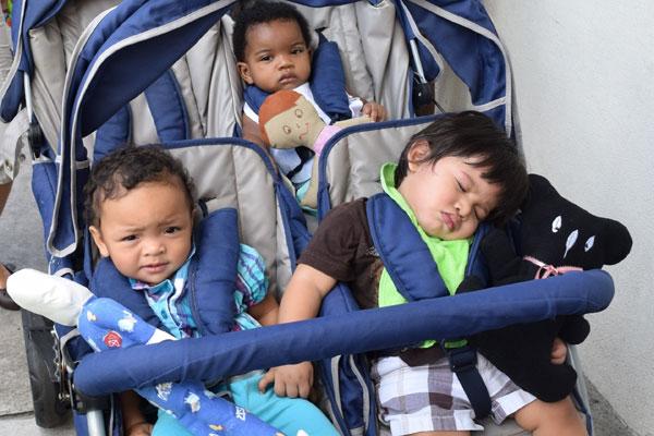 kids_with_dolls