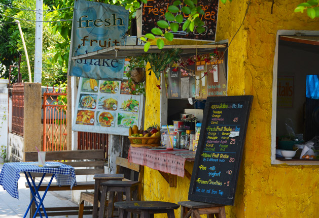 One of Chiang Mai's many fruit shake stands