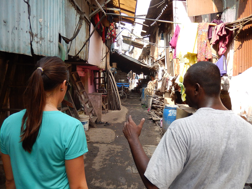 slums-tour-walking-472