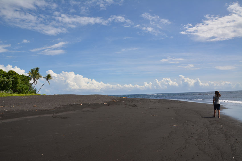alissa-black-beach-ambrym