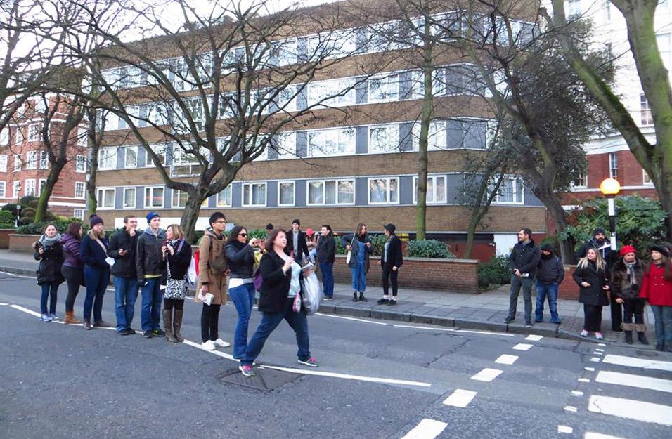 abbey-road-crowd
