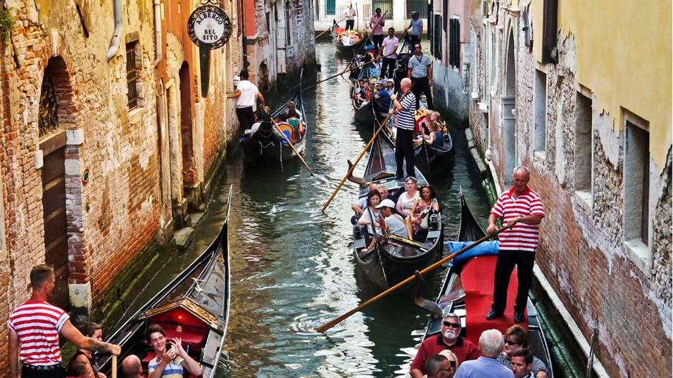 crowded-venice-canal