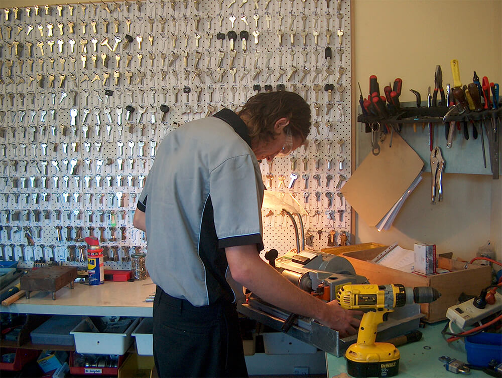 How to Become a Locksmith in California?