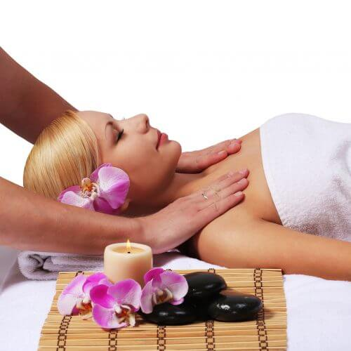Rejuvenation facial with reiki